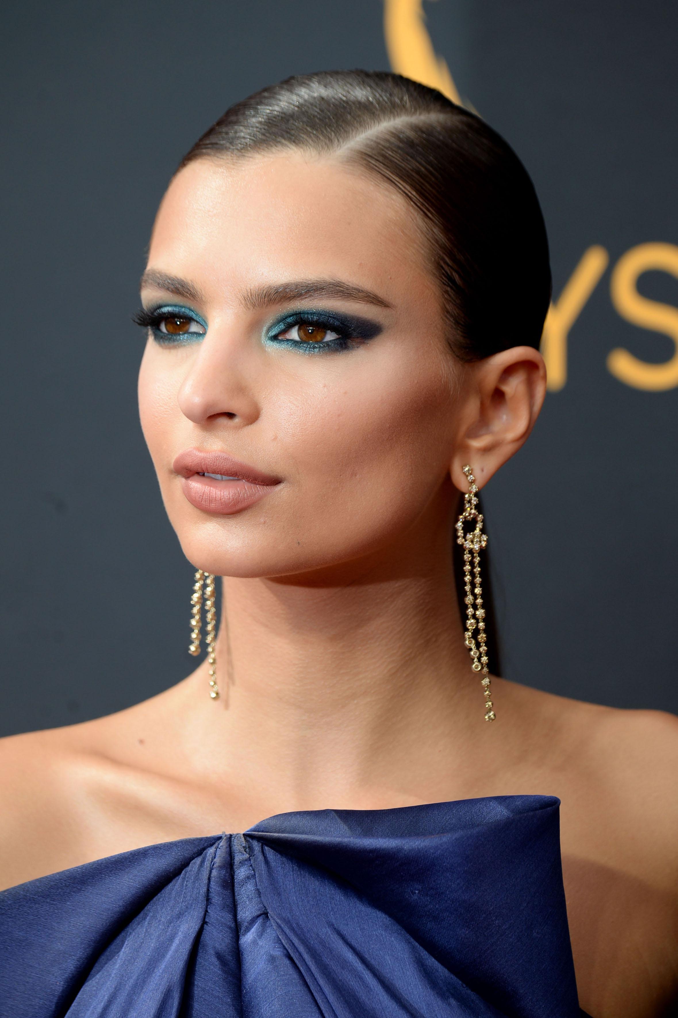 Синий макияж для шатенок