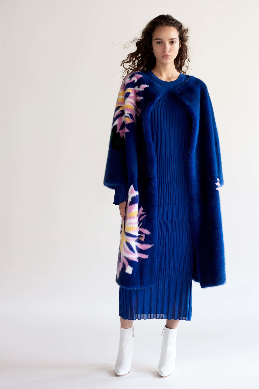 Платье для женщины 40 лет синее трикотажное