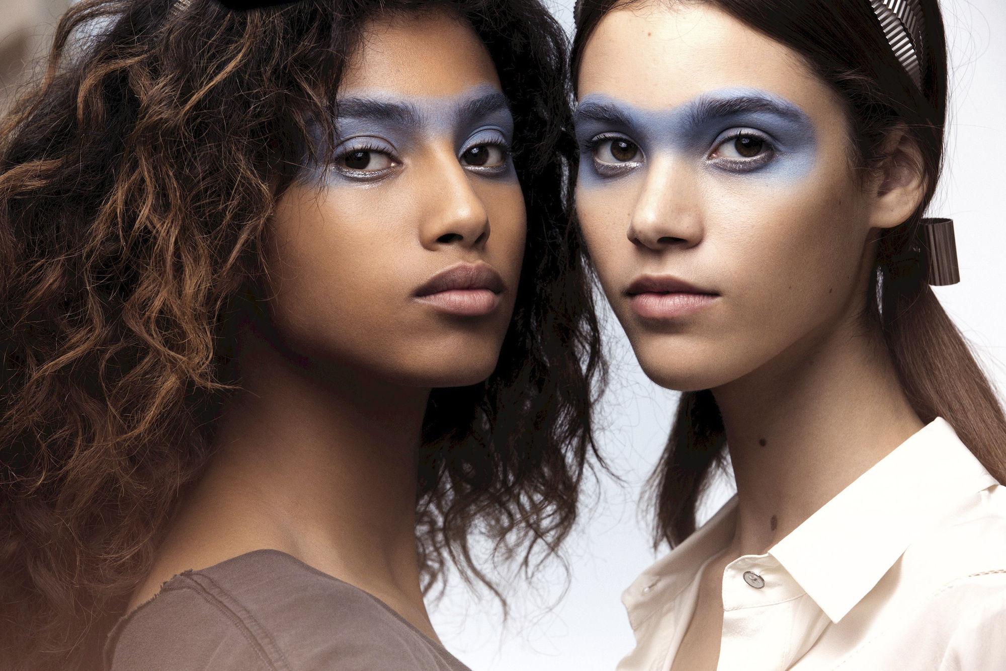Синий макияж для смуглой кожи