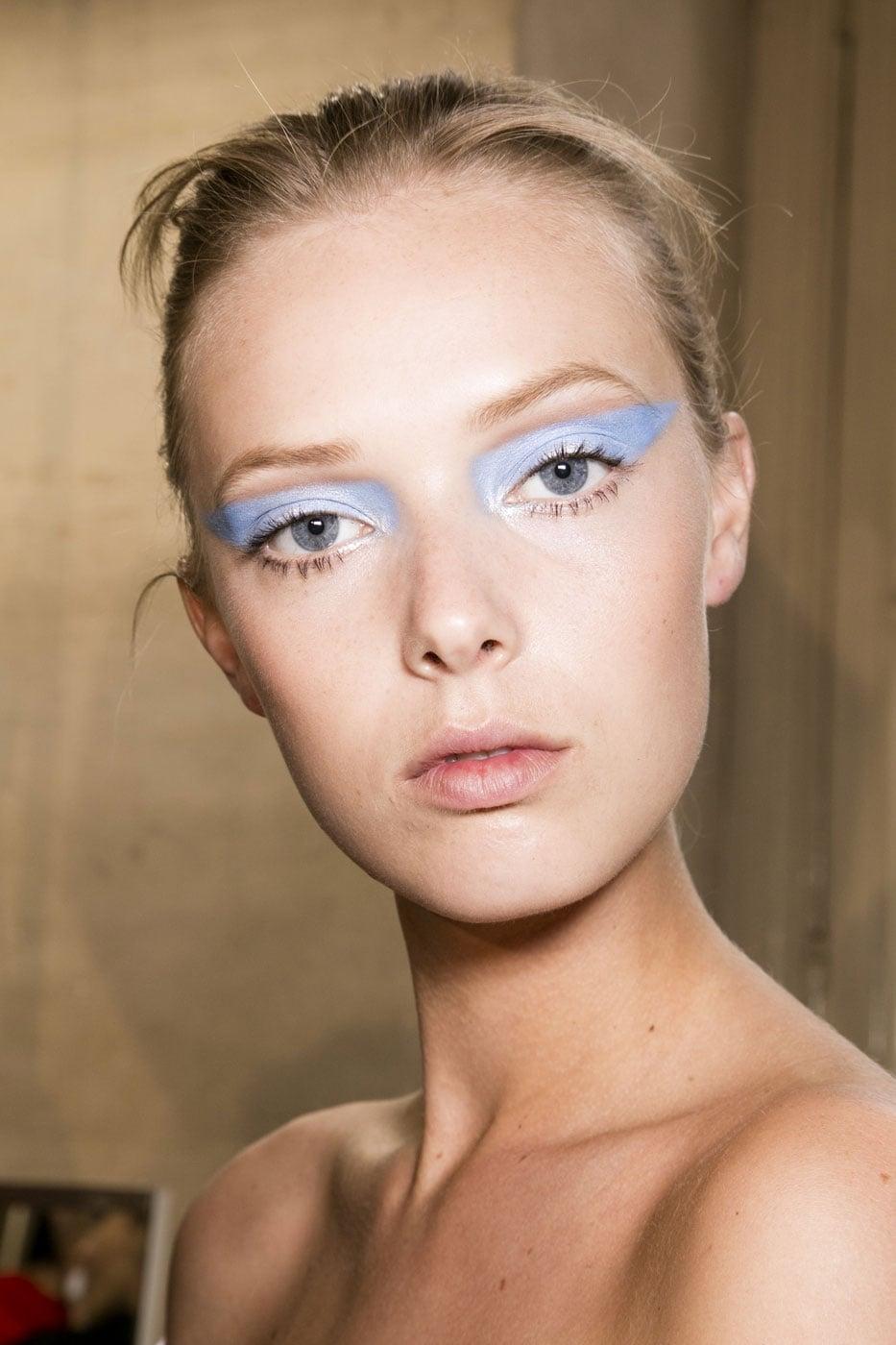 Синий макияж светлый