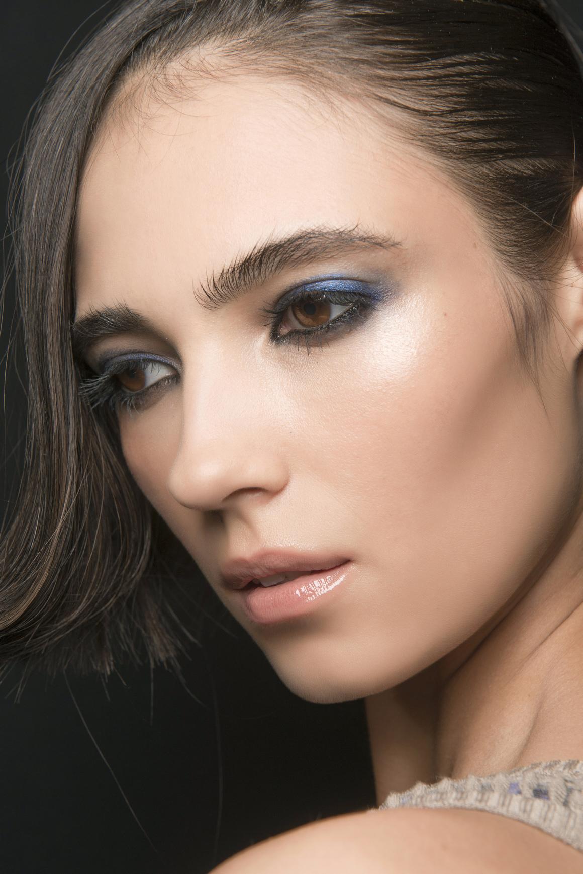 Синий макияж темный