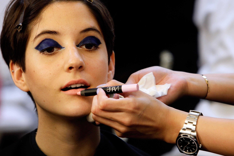 Синий макияж век