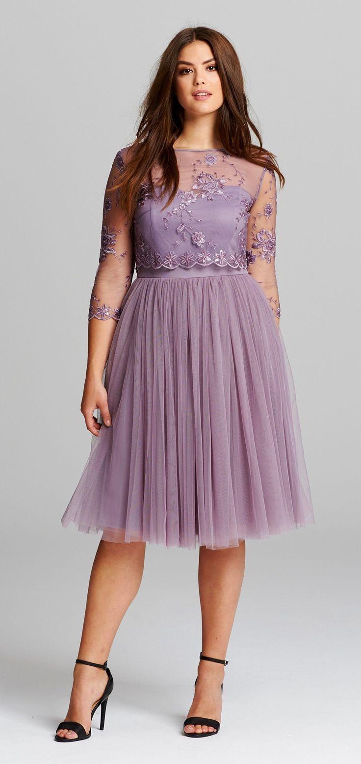 Вечернее платье для полных с вышивкой