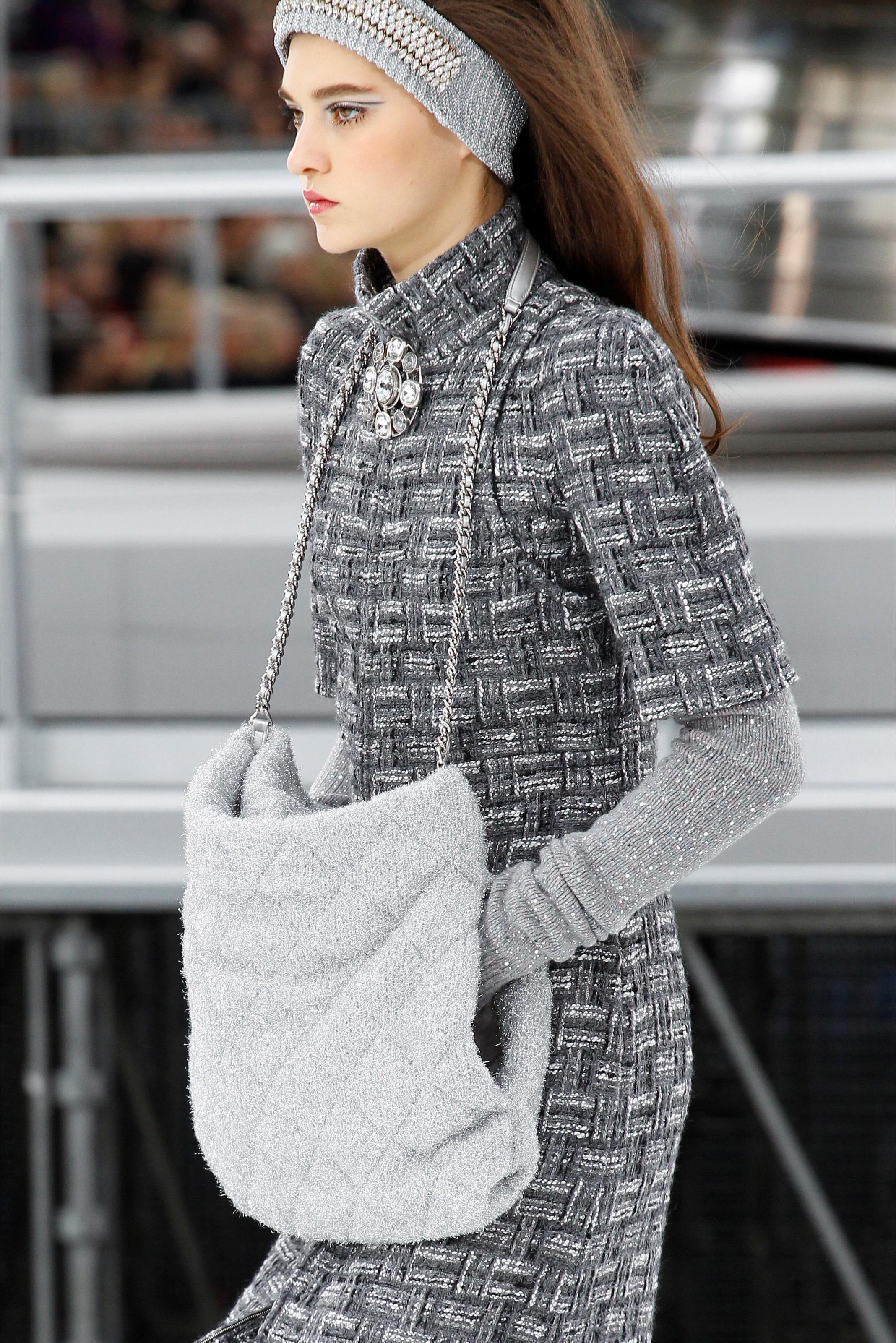 Шанель осень зима 2018 трикотажное платье