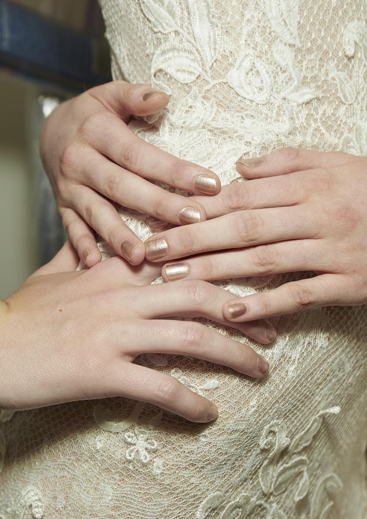 Свадебный маникюр 2017 золотой