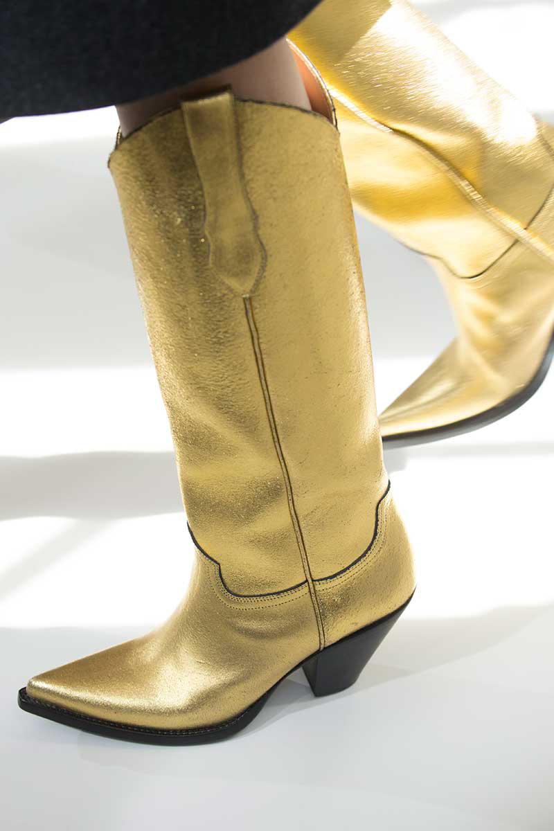Широкие сапоги золотые
