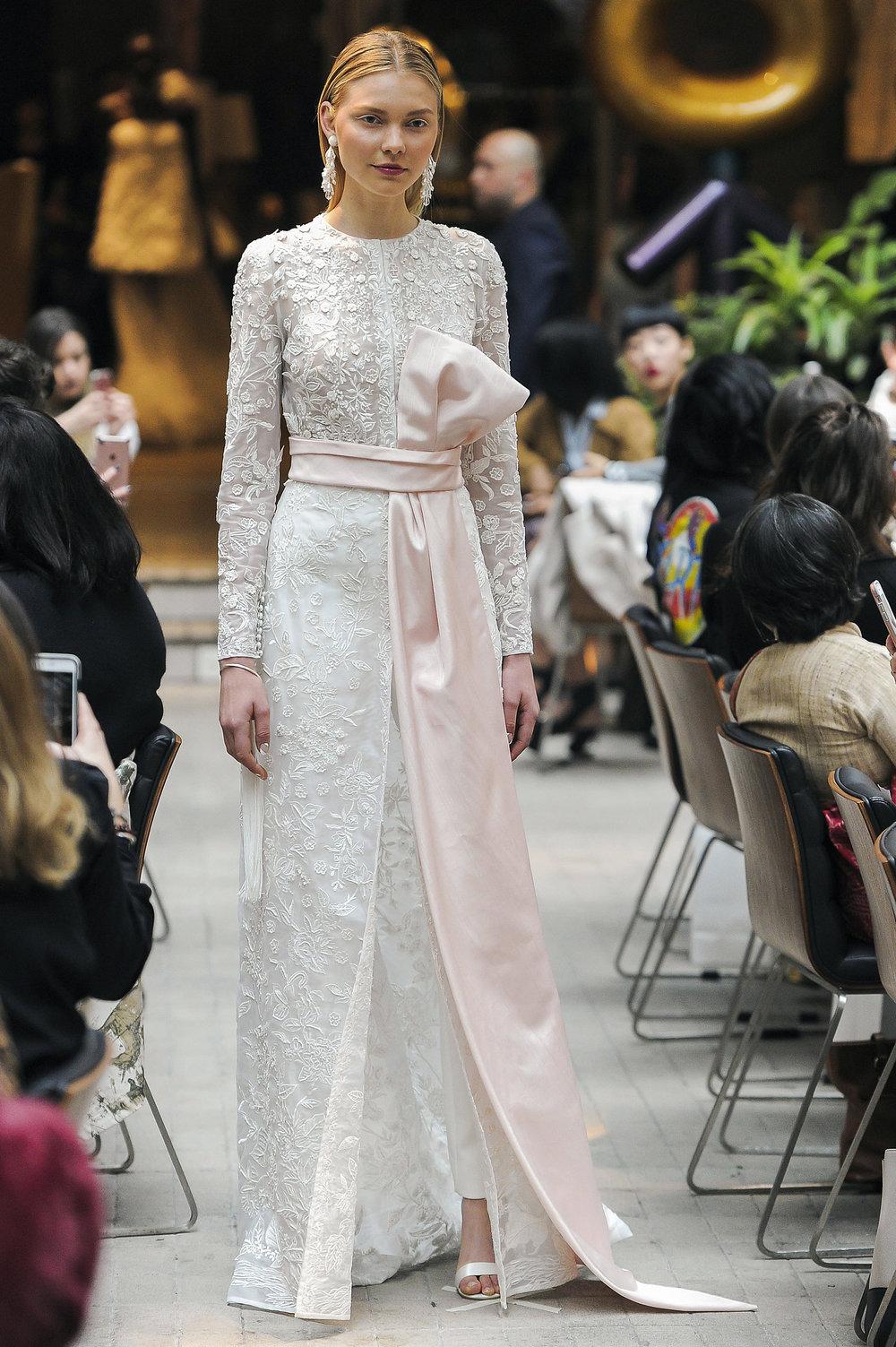 Свадебное платье 2018 с атласным декором