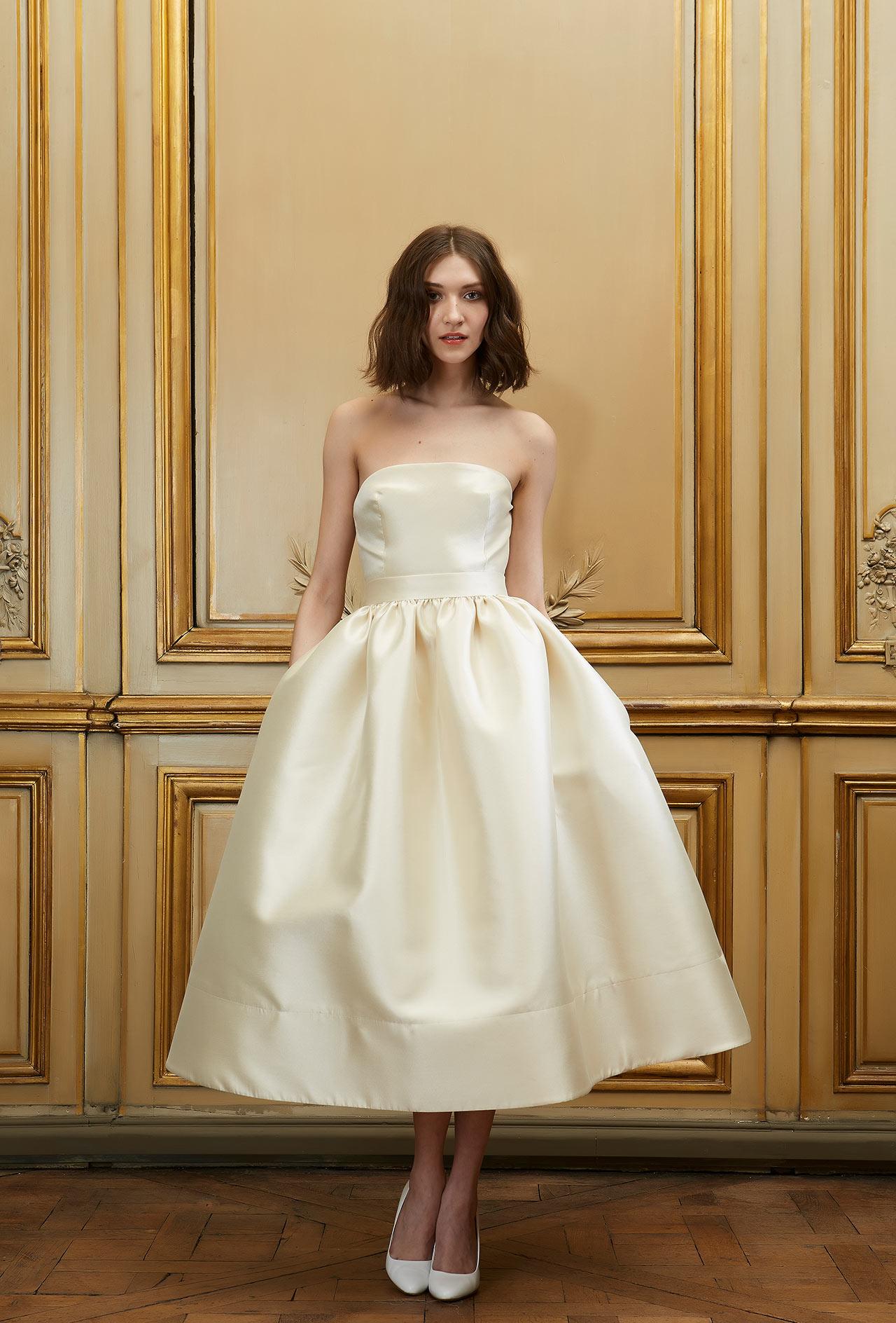 Свадебное платье 2018 атласное цвета слоновой кости