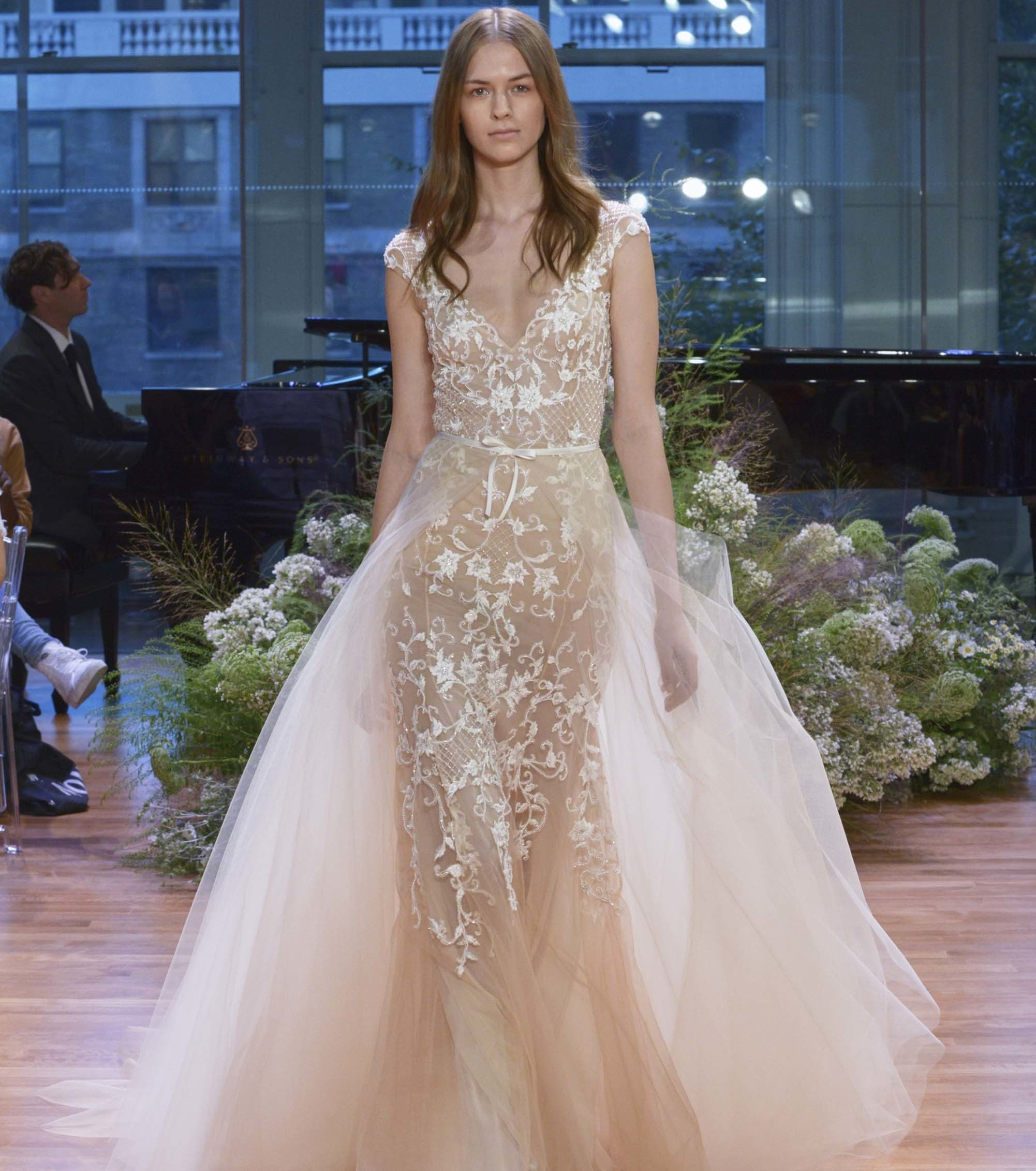 Свадебное платье 2018 бежевое