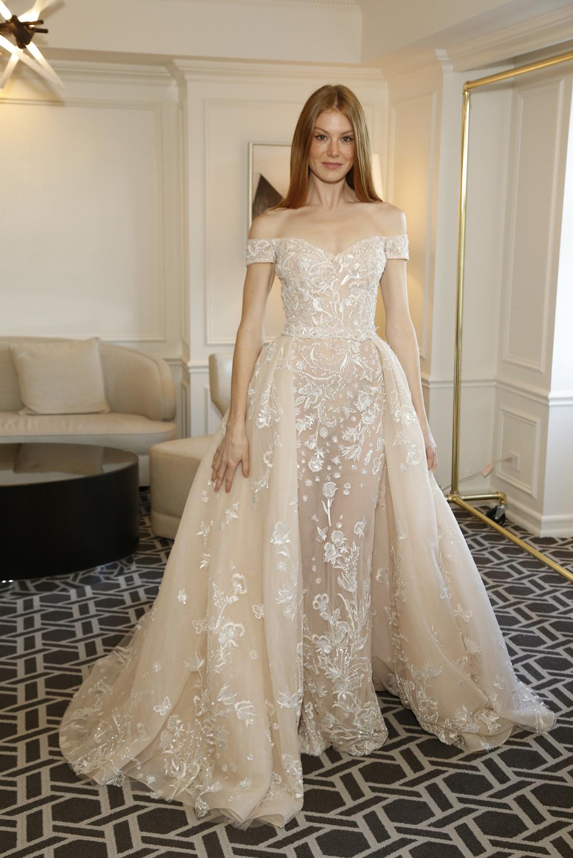 Свадебное платье 2018 бежевое с белой вышивкой