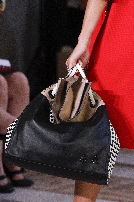 Бренды сумок Bottega veneta черная
