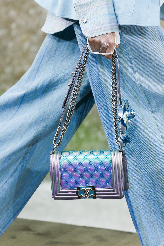 Бренды сумок Chanel голубая