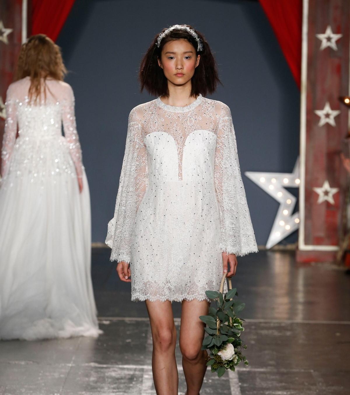 Свадебное платье 2018 короткое со стразами