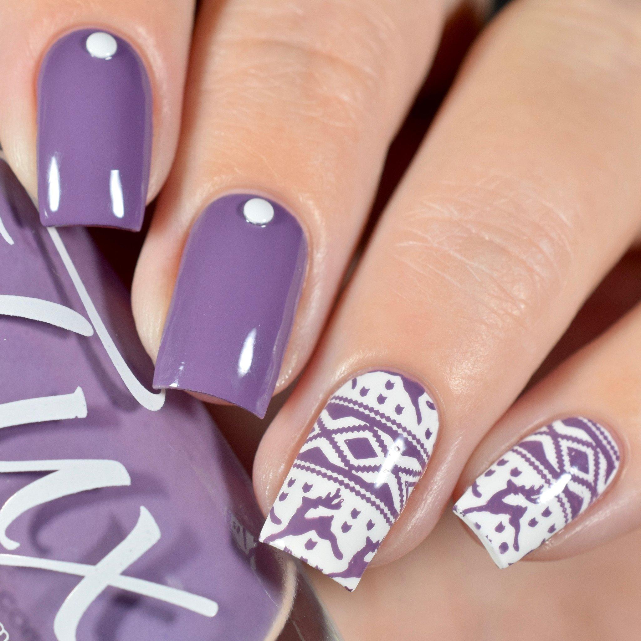 Вязаный маникюр фиолетовый
