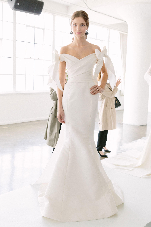 Свадебное платье 2018 плотное с бантами