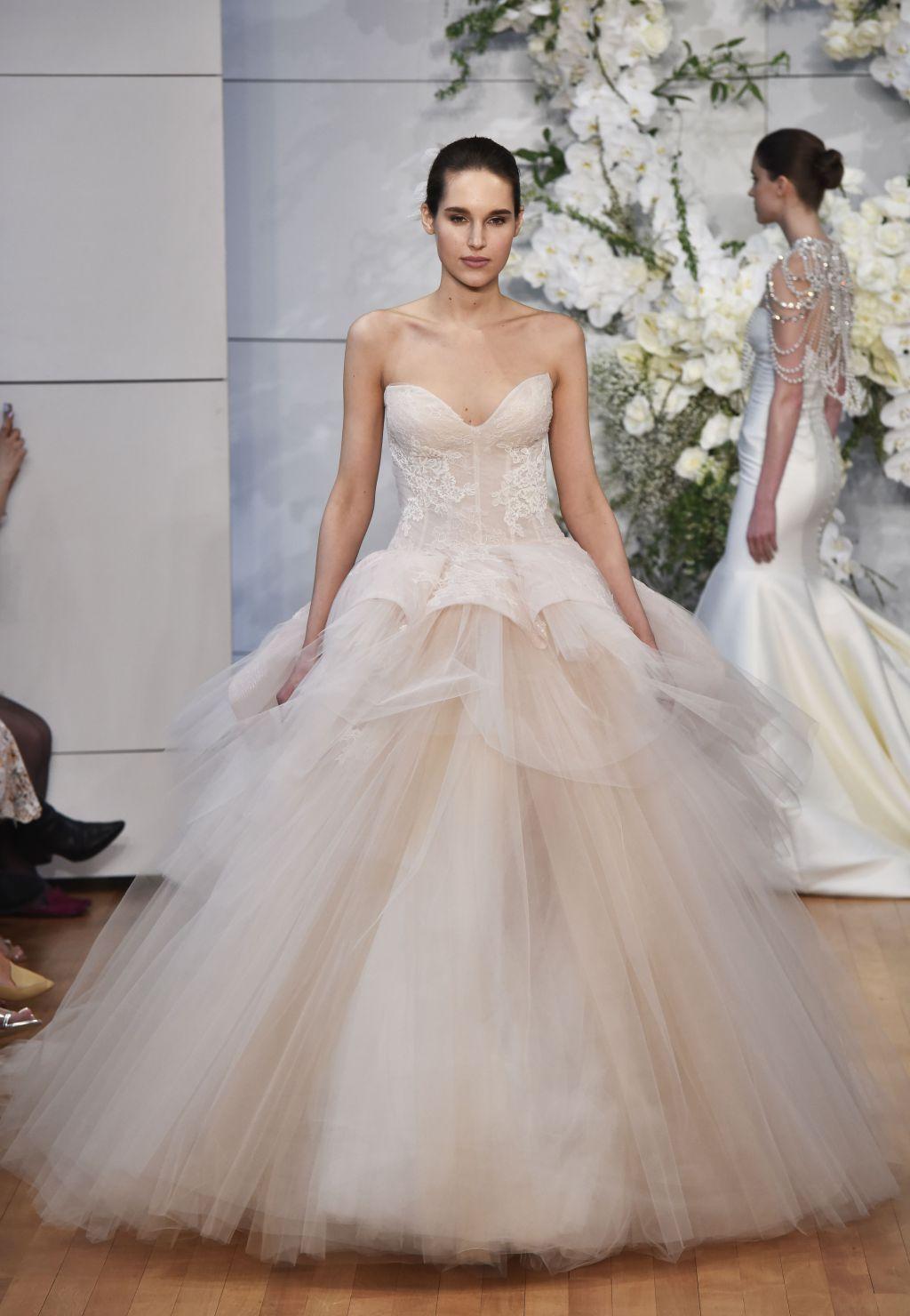 Свадебное платье 2018 пышное с корсетом
