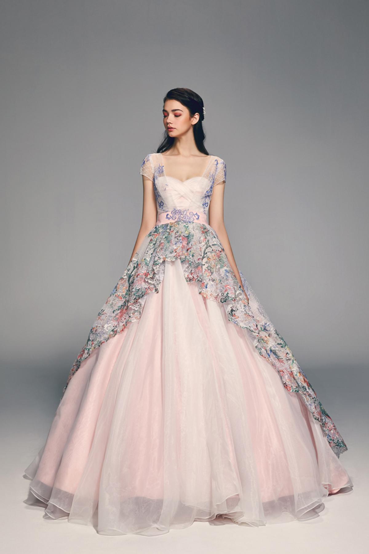 Свадебное платье 2018 розовое с вышивкой