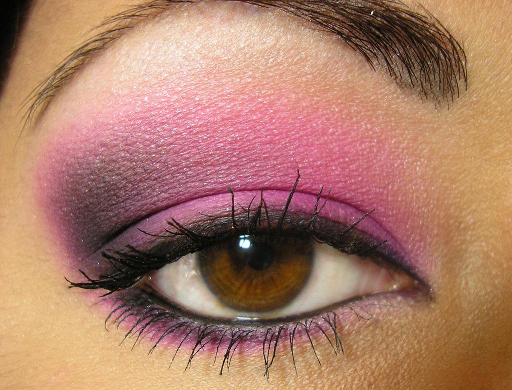 Макияж смоки розовый