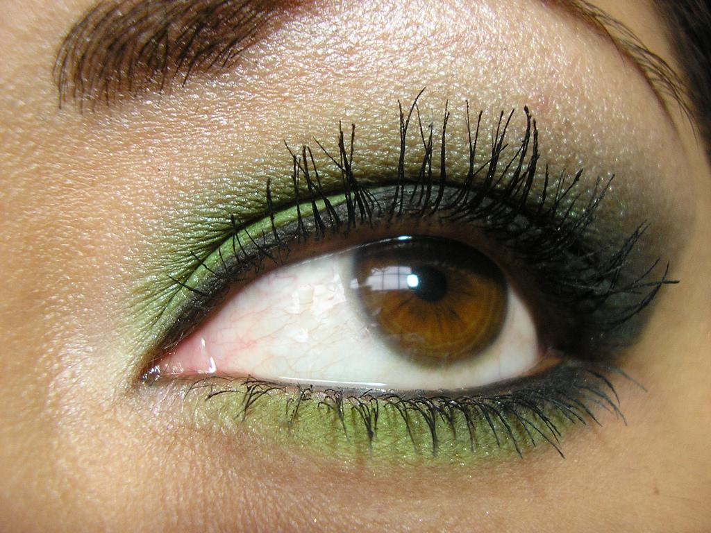Макияж смоки зеленый