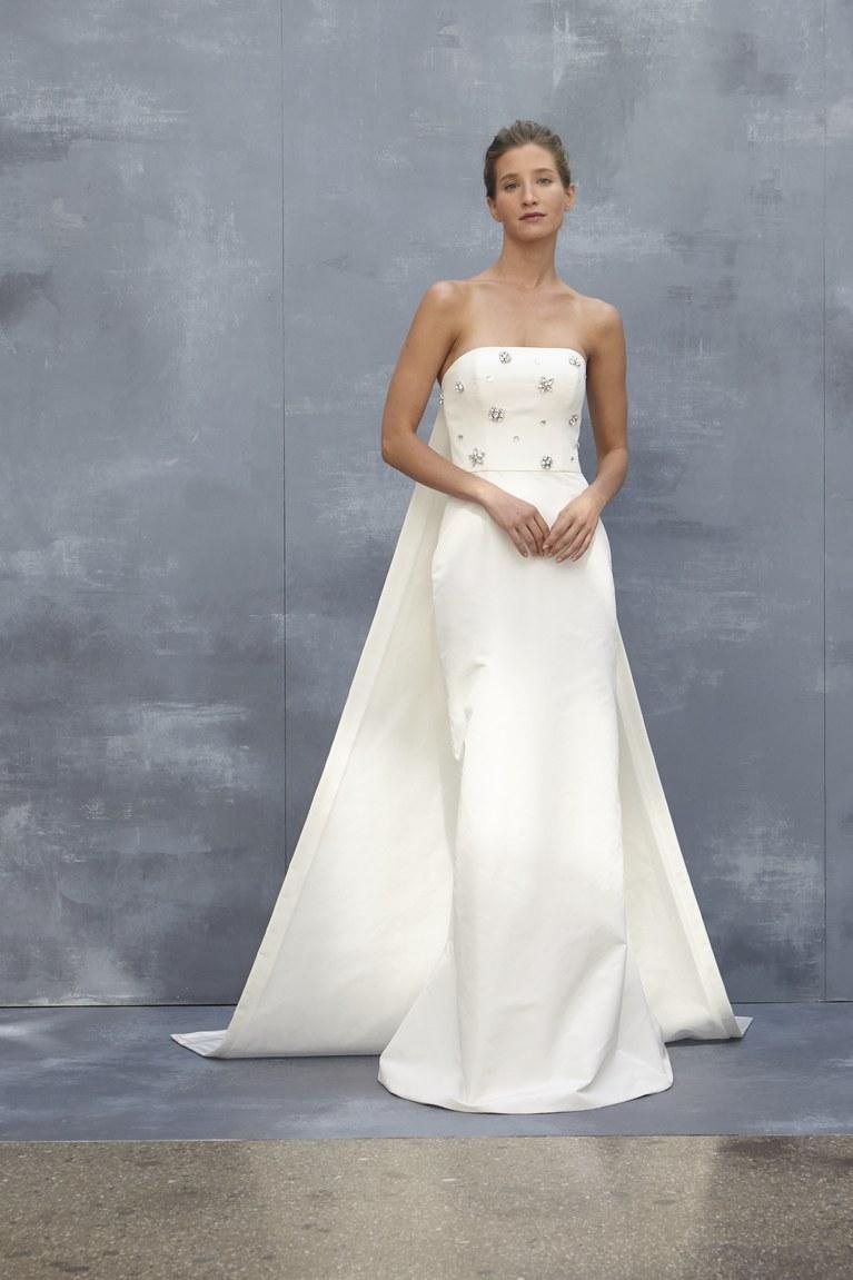 Свадебное платье 2018 со стразами на лифе