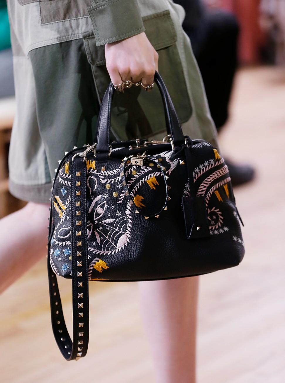 Бренды сумок Valentino с вышивкой
