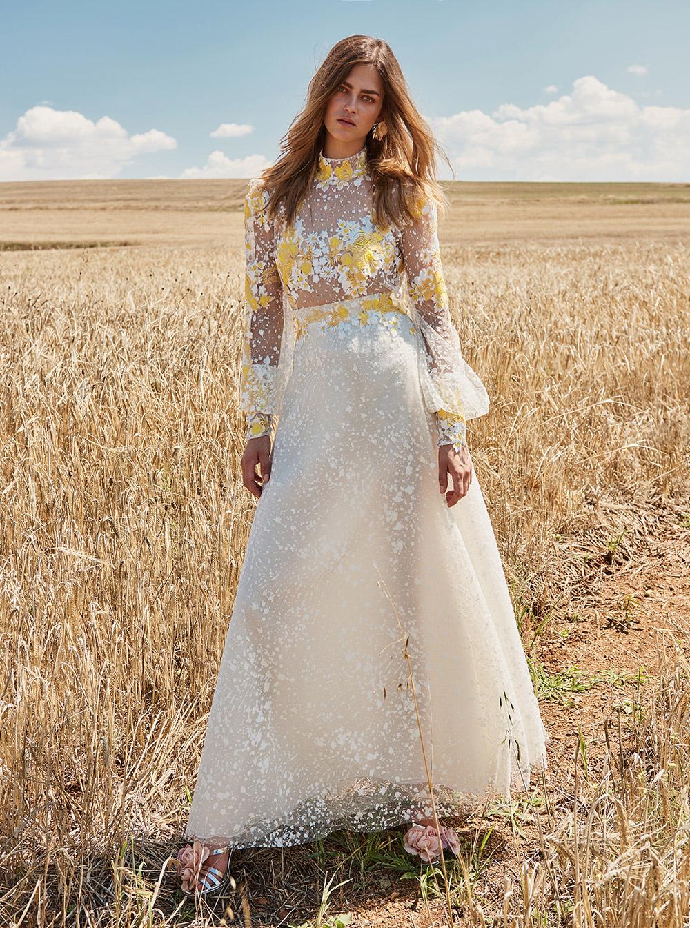 Свадебное платье 2018 с желтой вышивкой