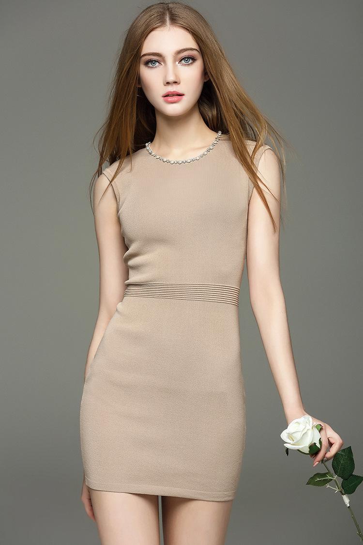 Платье футляр бежевое