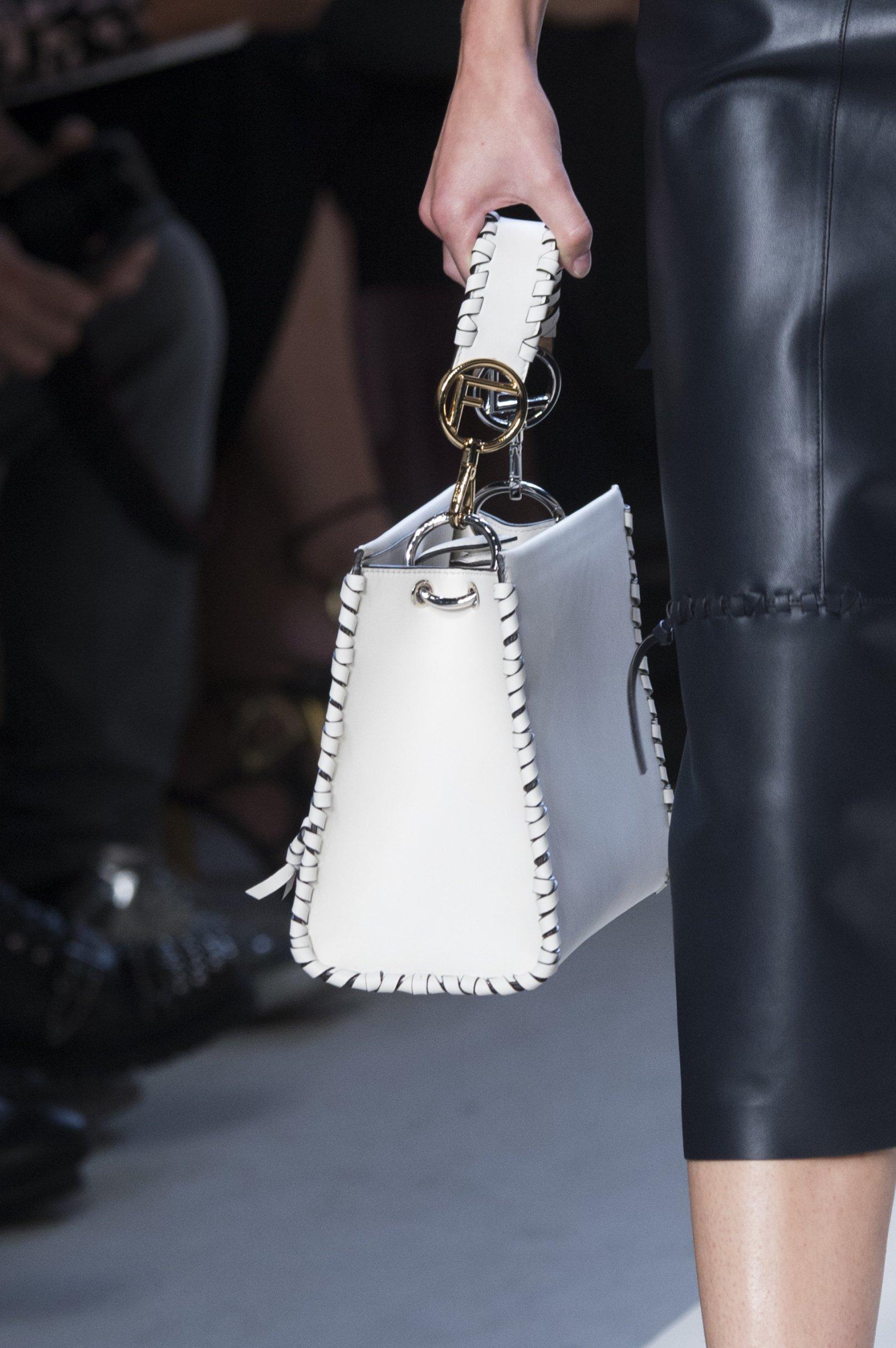 Классическая сумка белая