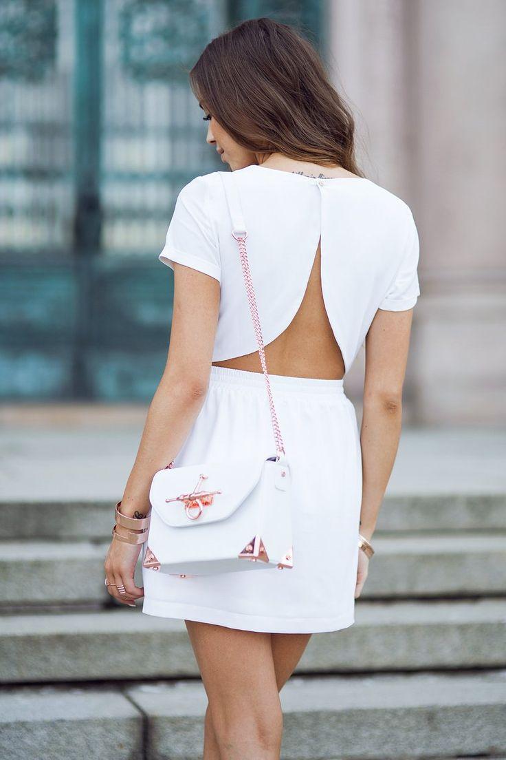 Платье с открытой спиной белое повседневное