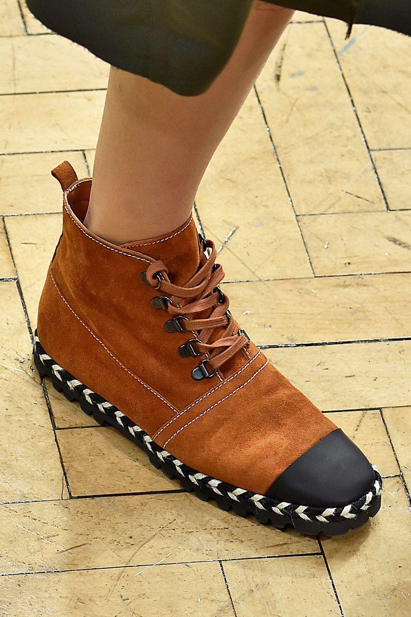Коричневые ботинки без каблука