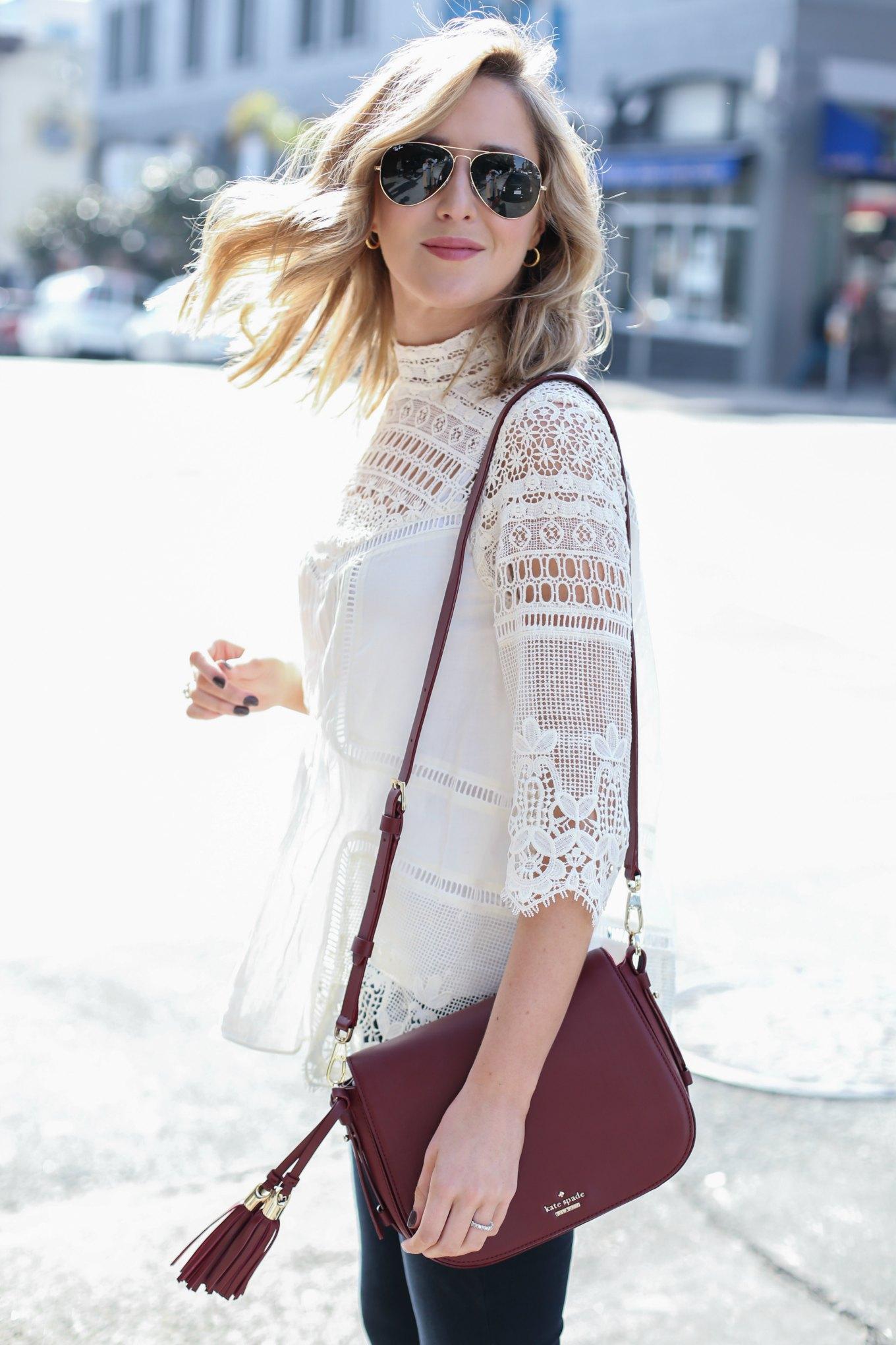 Бордовая сумка с блузкой