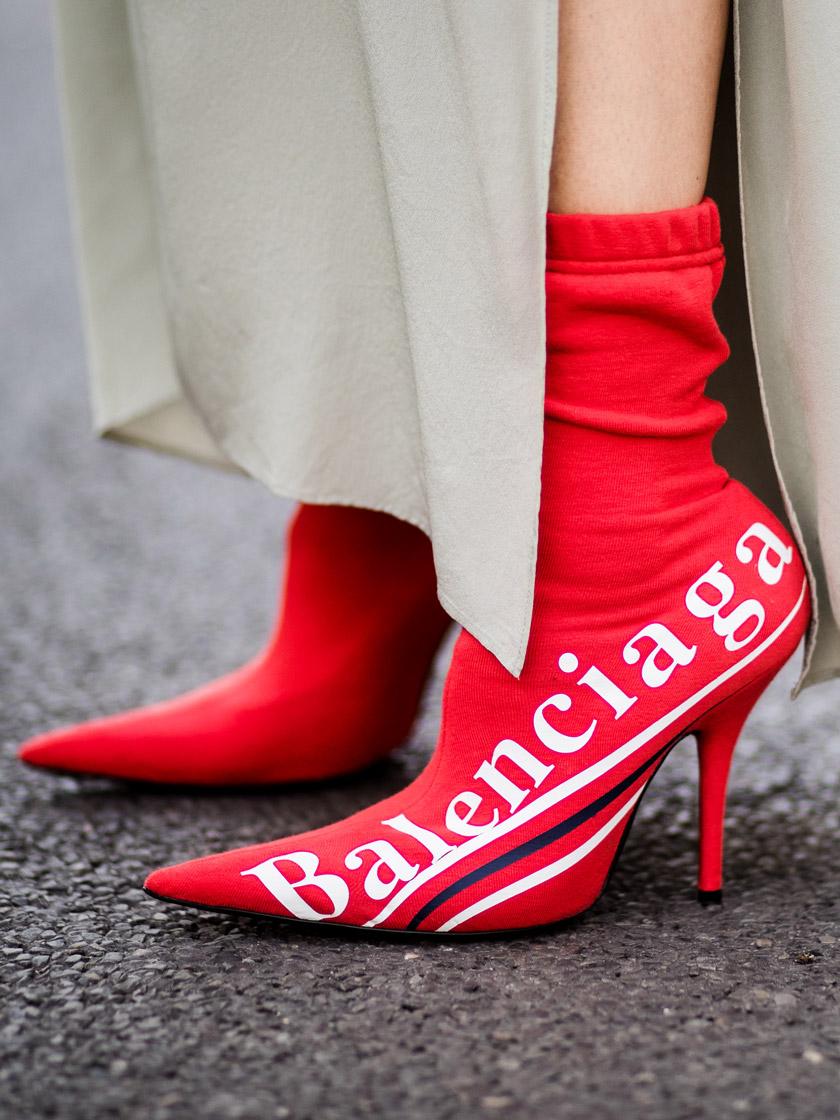 Красные ботинки брендовые