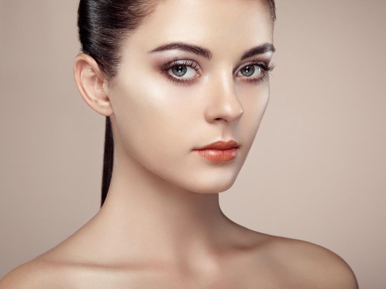 Нюдовый макияж бронзовый