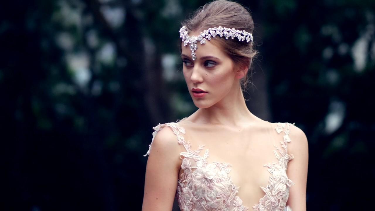 Свадебная прическа 2018 с диадемой с кристаллами