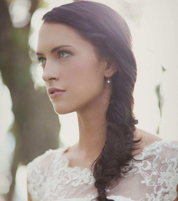 Свадебная прическа 2018 на длинные волосы для брюнеток