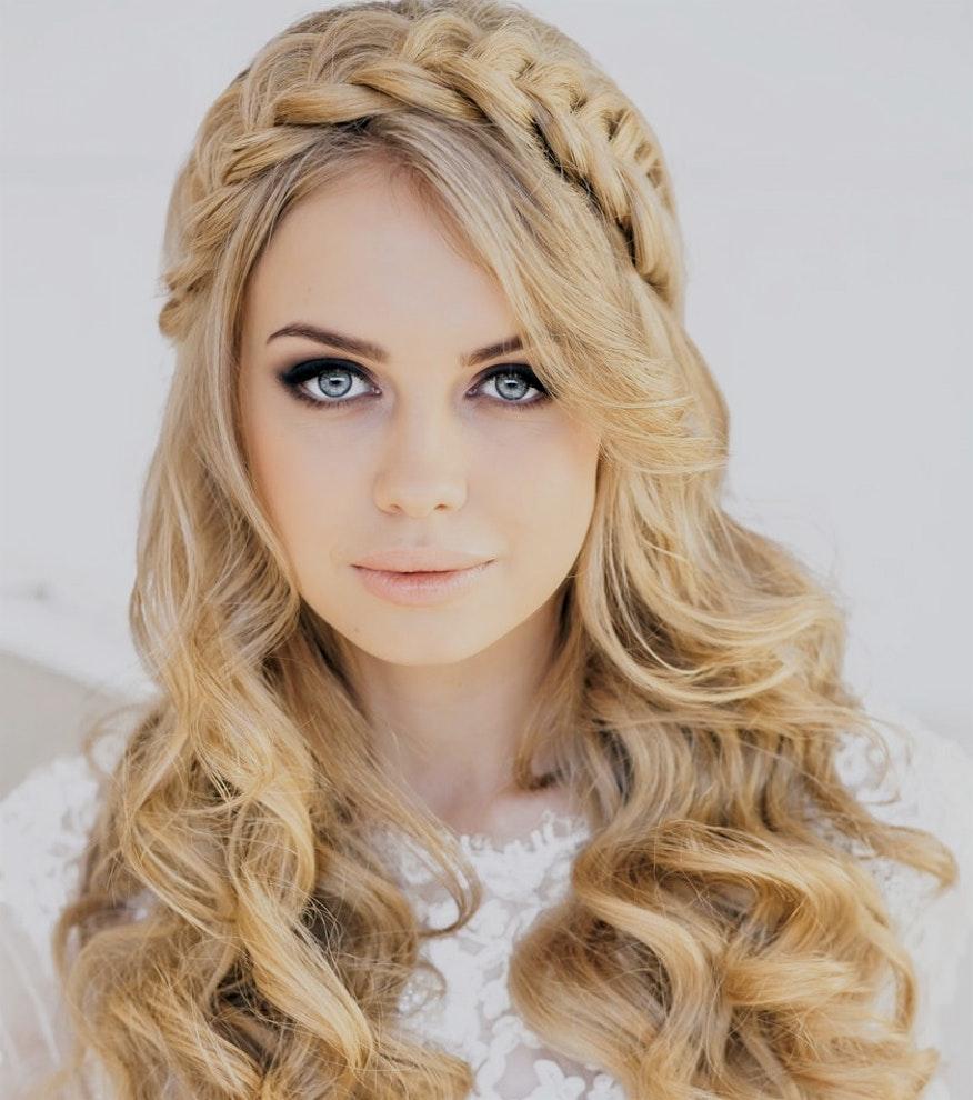 Свадебная прическа 2018 на длинные волосы с корзиночкой
