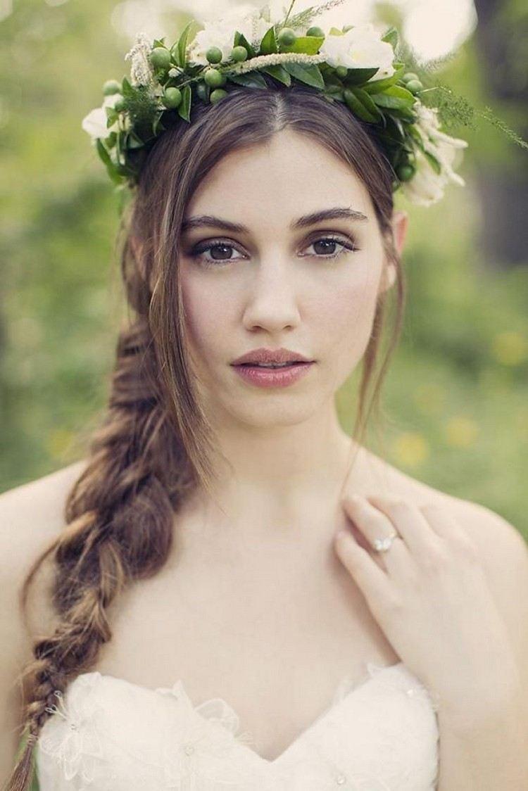 Свадебная прическа 2018 на длинные волосы с косой