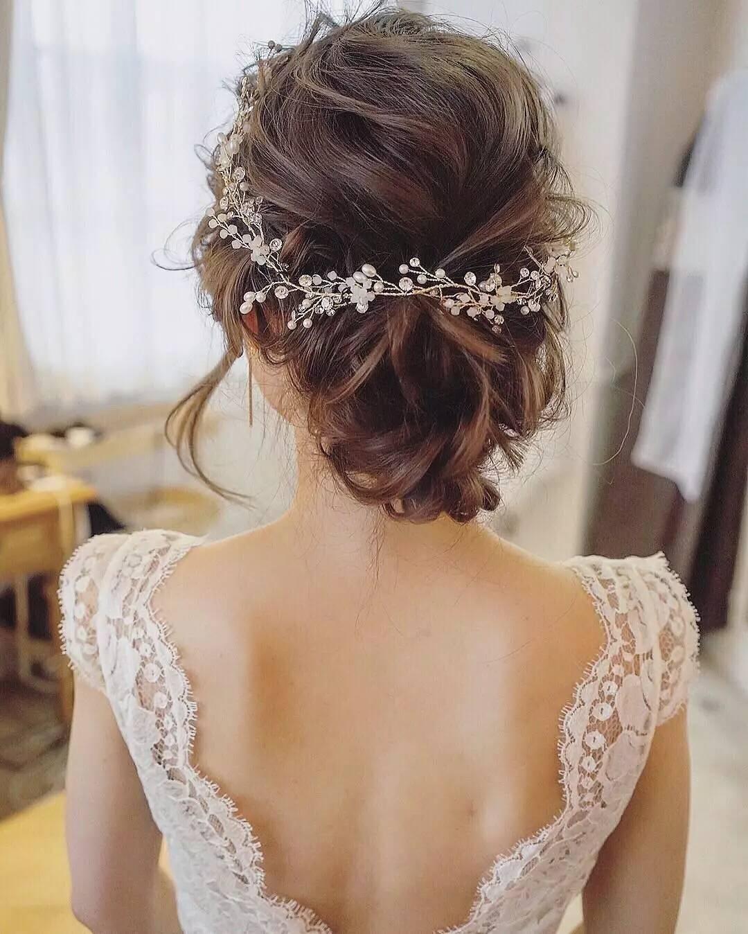 Свадебная прическа 2018 на длинные волосы в пучке