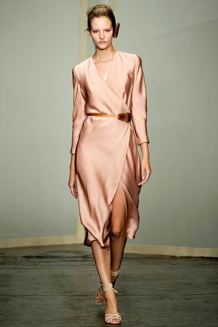 Шелковое платье элегантное