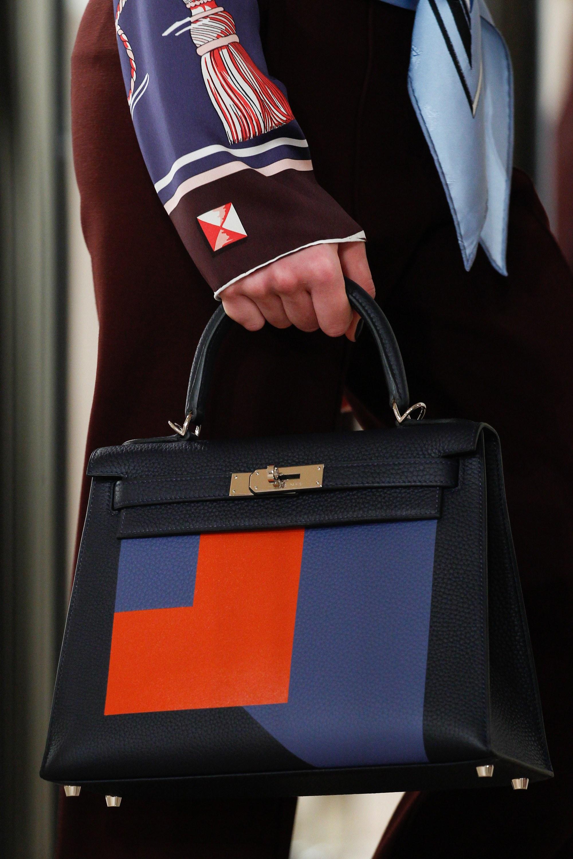 Классическая сумка с геометричным рисунком