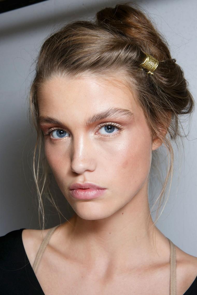 Нюдовый макияж для голубых глаз