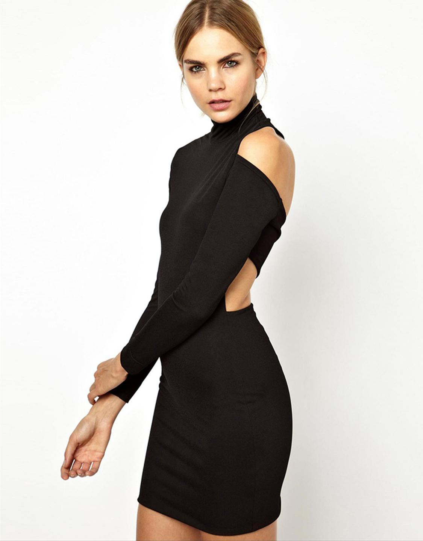 Платье с открытой спиной под горло