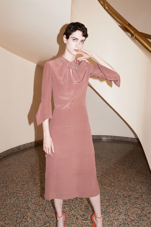 Шелковое платье грязно-розовое