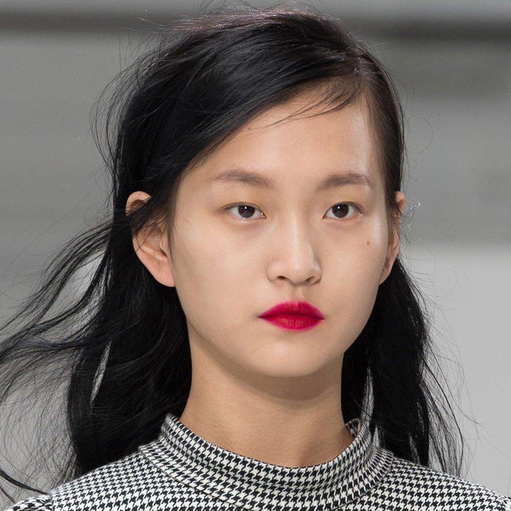Корейский макияж с яркими губами