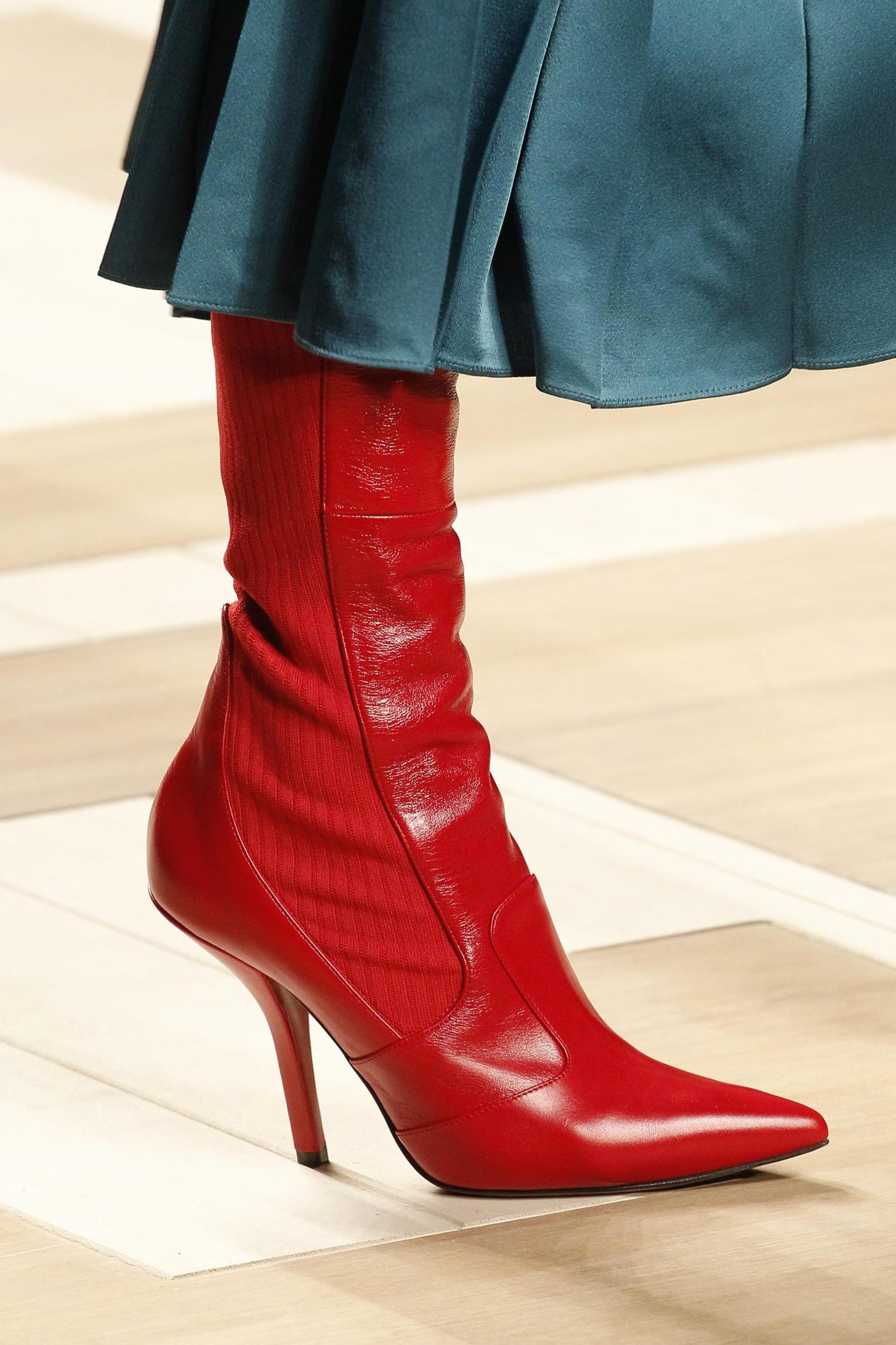 Красные ботинки комбинированные