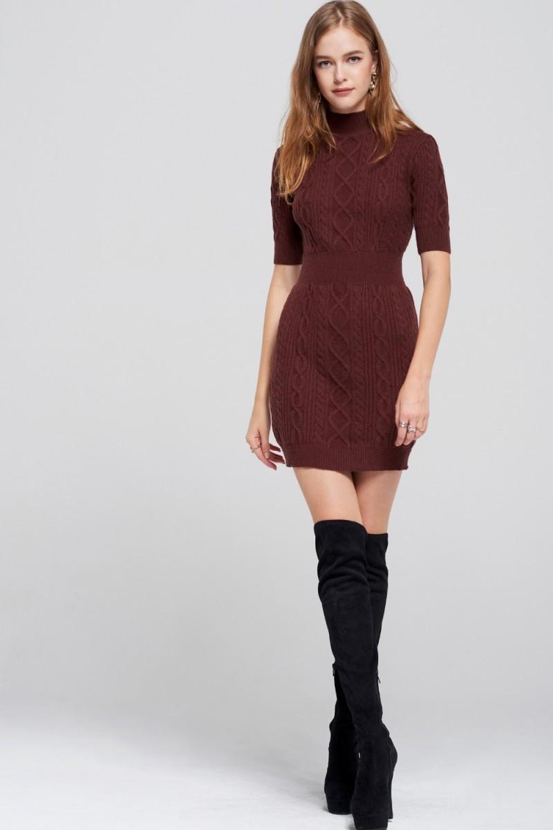 Платье вязаное с коротким рукавом