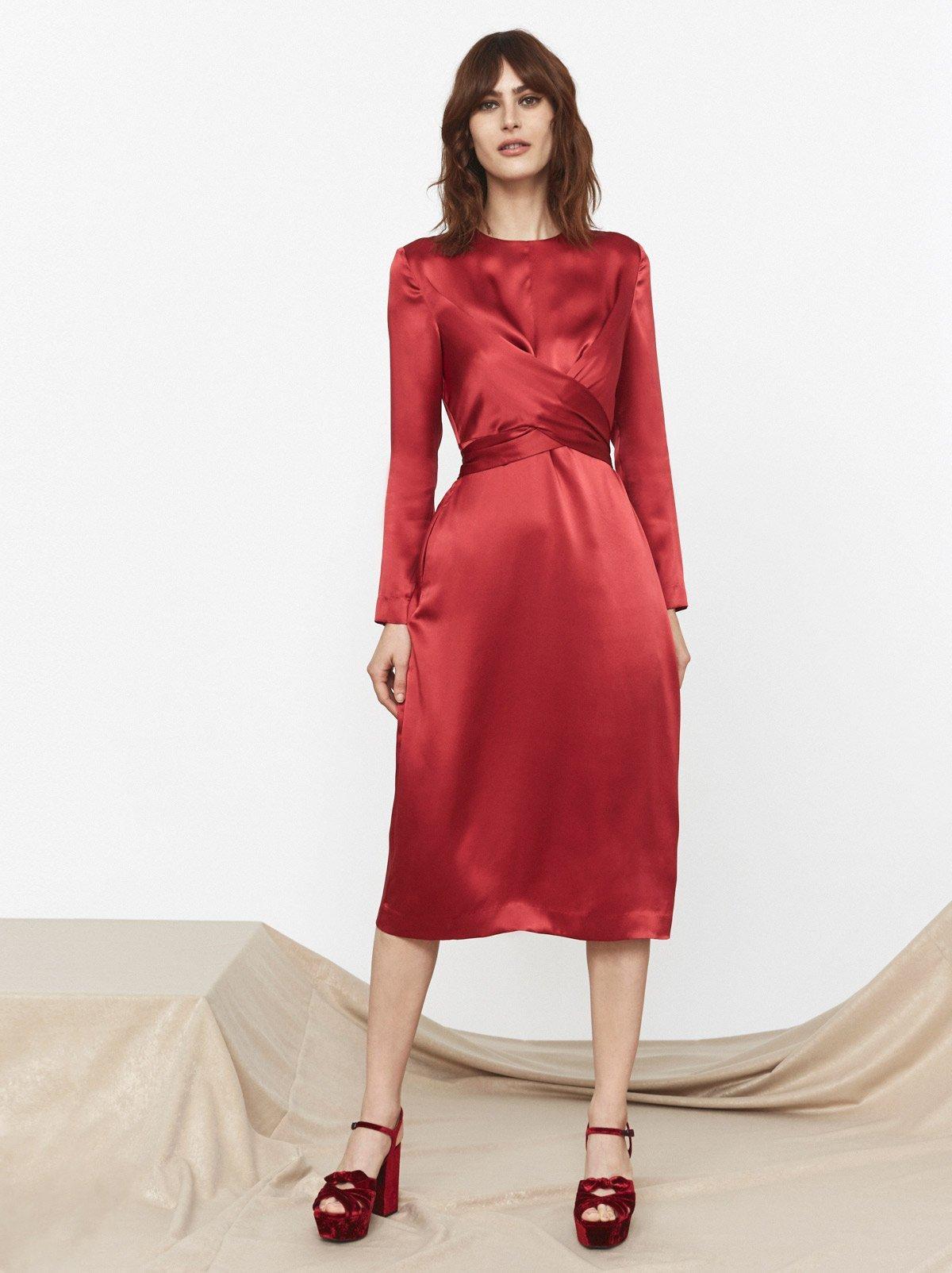 Шелковое платье красное с рукавами