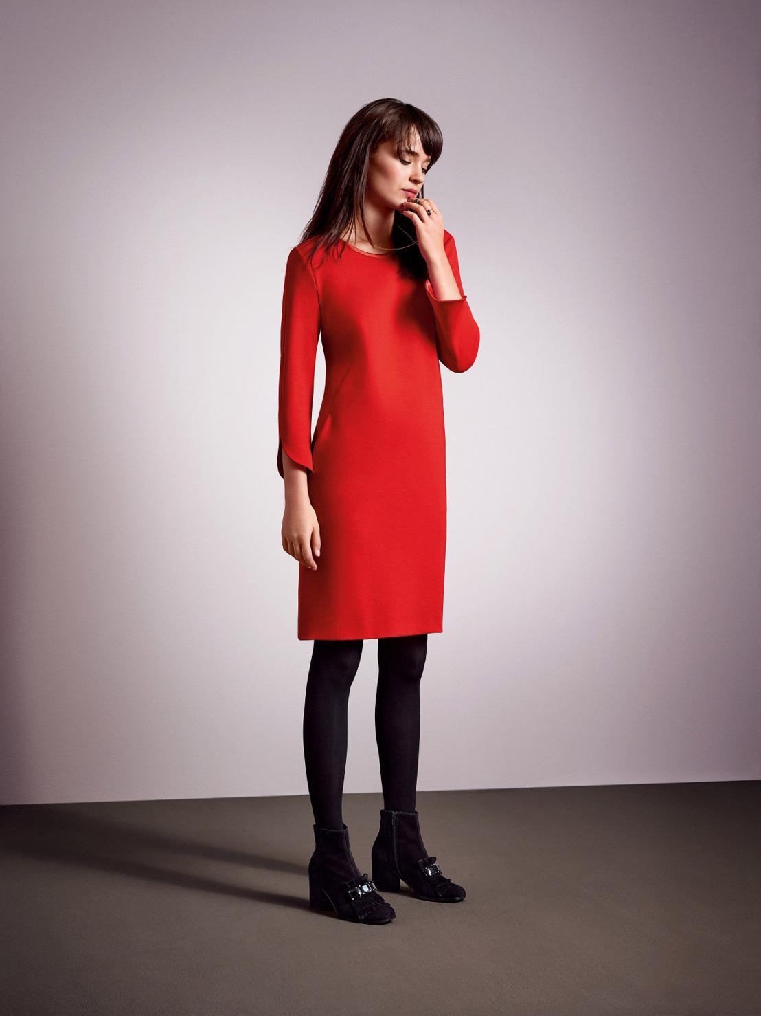 Платье футляр красное с рукавами