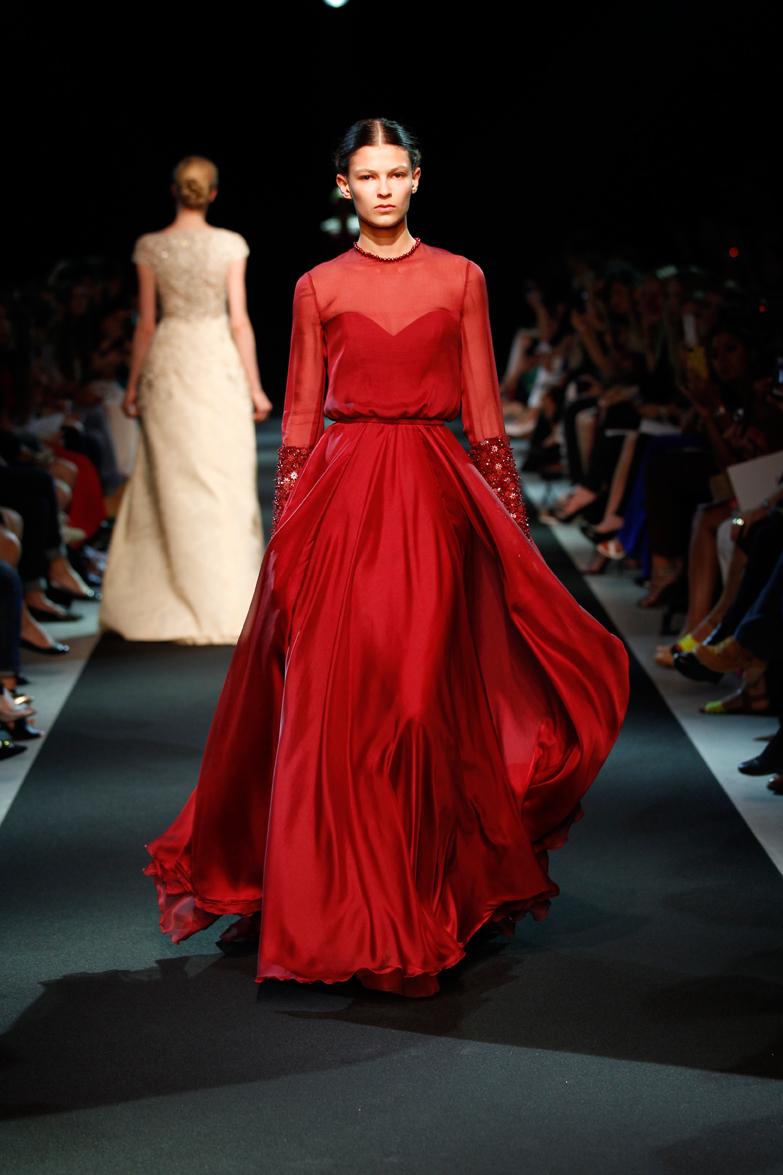 Платье из шифона красного цвета