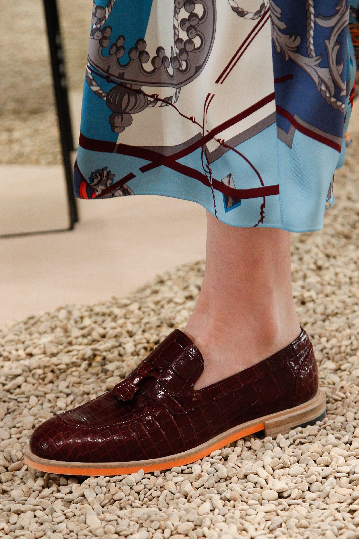 Коричневые ботинки под крокодиловую кожу